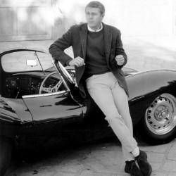 steve McQueen avec sa Jaguar XKSS