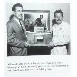 remise de prix à Ron Butler chef ingénieur mécanicien chez Shelby América